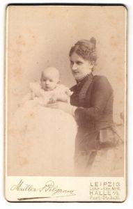 Fotografie Müller & Pilgram, Leipzig & Halle, Portrait Mutter mit Säugling