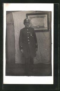 AK Feuerwehrmann in Uniform