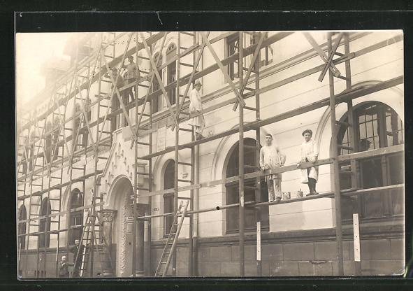 Foto-AK Werden, Malerarbeiten an der eingerüsteten Hauptpost