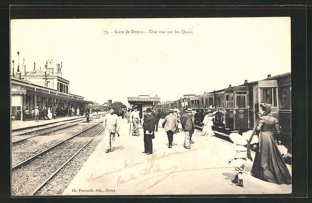 AK Dreux, La Gare, une vue sur les Quais, Bahnhof