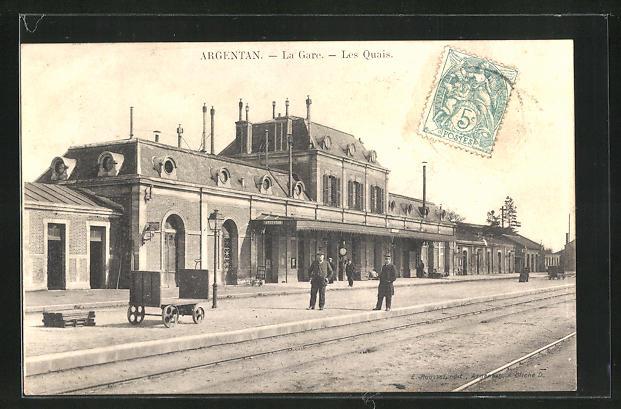 AK Argentan, La Gare, les Quais, Bahnhof mit Bahnsteig