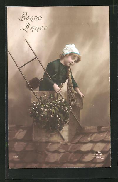 AK Kleiner Schornsteinfeger mit Leiter auf dem Dach 0