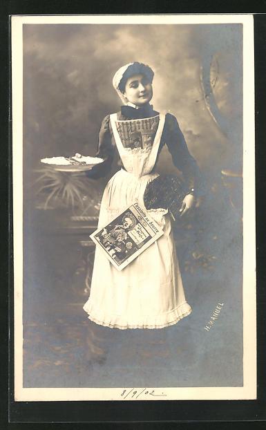 AK Dienstmädchen mit Teller und Zeitung 0