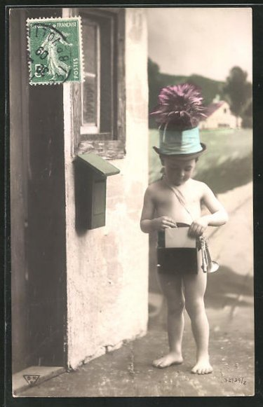 AK kleiner Junge als Briefträger, Posthorn, Briefkasten