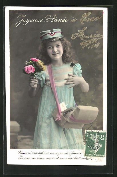 AK Briefträgerin, kleines Mädchen trägt Briefe aus, Briefträgermütze 0
