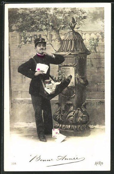 AK Briefträger, bei auslieferung seiner Briefpost, Postsäule