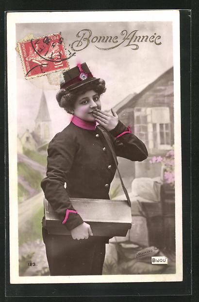 AK Briefträgerin, hält sich Hand vor den Mund, Posttasche 0