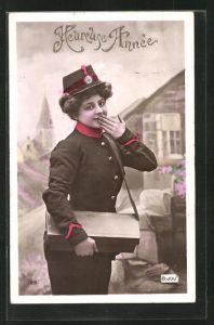 AK Briefträgerin, mit Posttasche