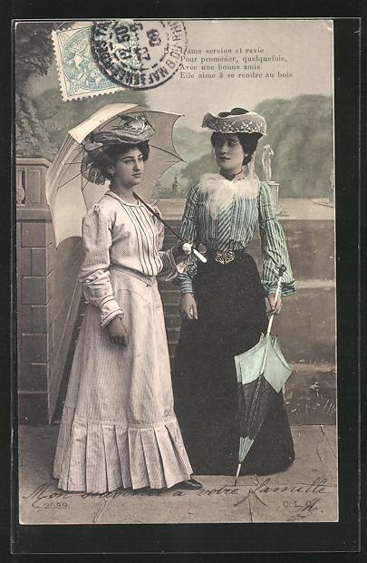 AK Frauen mit Schirm, zwei Frauen in Kleidern 0