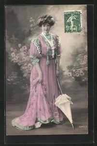 AK Frau mit Schirm, rosa Kleid und weisser Schirm