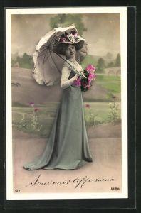 AK Frau mit Schirm, Souvenir affectueux