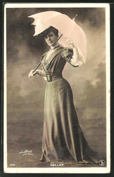 AK Dallet, Frau mit Schirm und langem Kleid