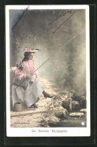 AK Hübsche Dame mit Hut beim Angeln