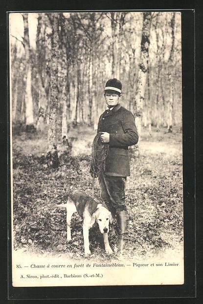 AK Chasse a courre en foret de Fióntainebleau, Piqueur et son Limier, Jäger mit Hund 0