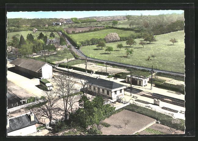 AK Bretoncelles, Blick auf den Bahnhof, Fliegeraufnahme