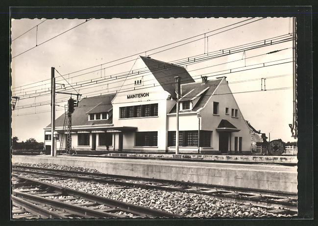 AK Maintenon, La nouvelle gare, Bahnhof von der Gleisseite betrachtet