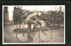 AK Junger Mann auf seinem Fahrrad