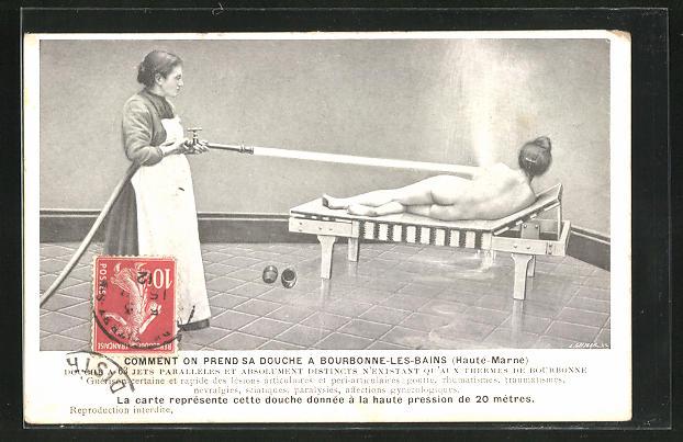 AK Bourbonnne-les-Bains, Nackte Frau bekommt eine Dusche mit dem Schlauch im Kurbad 0