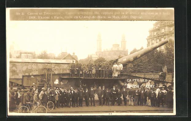 AK Paris, Zivilisten und Soldaten an einer Militärbahn mit Artillerie