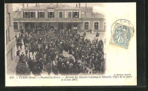 AK Flers, Pendant la Greve, Arrivee des Deputes Constant et Betoulle, Place de la Gare le 3 Juin 1907 0