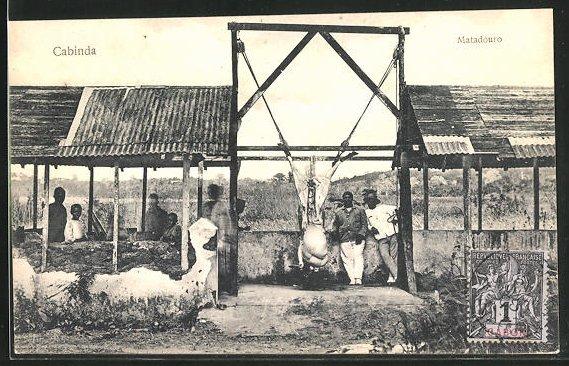 AK Cabinda, Fleischer zerlegen ein Tier