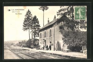 AK La Jonchère, La Gare, Bahnhof von der Gleisseite