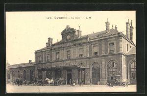 AK Évreux, La Gare, Partie am Bahnhof
