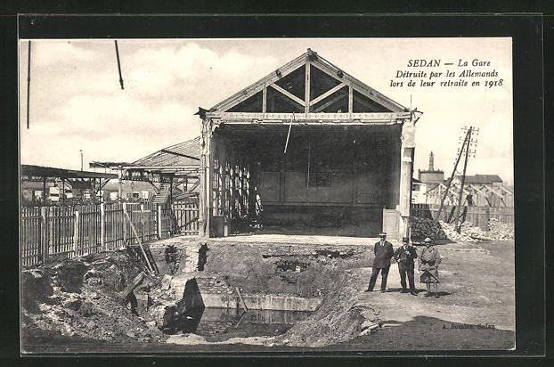 AK Sedan, durch deutsche Truppen zerstörter Bahnhof