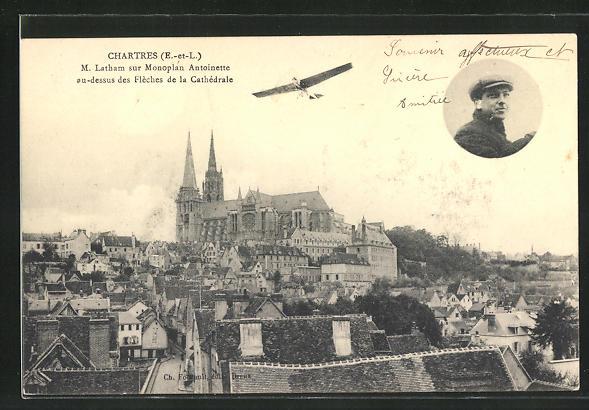 AK Chartres, M. Latham sur Monoplan Antoinette au-dessus des Fleches de la Cathedrale