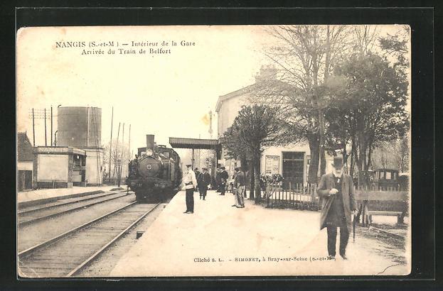 AK Nangis, Intérieur de la Gare, Ankunft des Zuges nach Belfort am Bahnhof