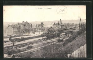 AK Triel, La Gare, Ansicht vom Bahnhof