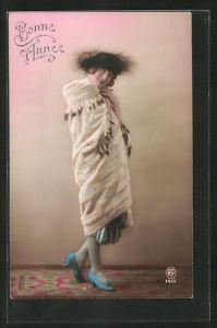 AK Bonne Annèe, Hübsches Mädchen im Pelzumhang mit Hut