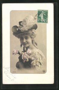 AK Hübsche Dame mit Hut und Barockperücke