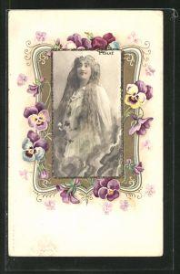 Glitzer-AK Frau mit langem Haar und Blumen im Jugendstil