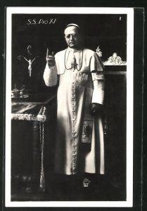 AK Papst Pius XI. hebt mahnend die Hand