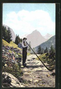 AK Alphornbläser auf einem Weg im Gebirge