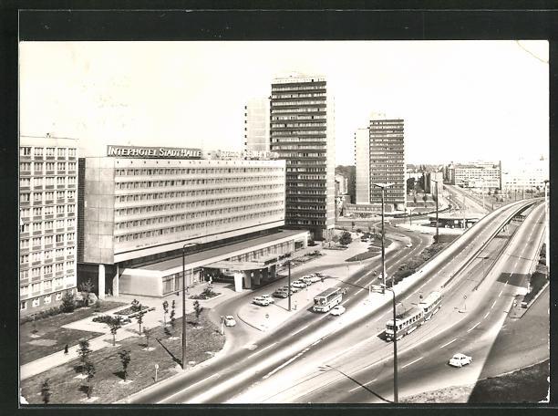 AK Halle / Saale, Interhotel Stadt Halle am Ernst-Thälmann-Platz, Strassenbahn