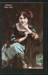 AK Opernsängerin Maria Labia auf einem Stuhl sitzend