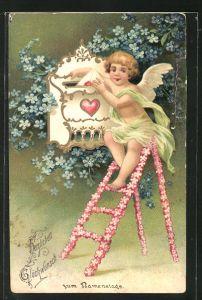 Präge-AK Engel sitzt auf blumengeschmückter Leiter und wirft einen Brief in den Briefkasten, Glückwunsch zum Namenstag