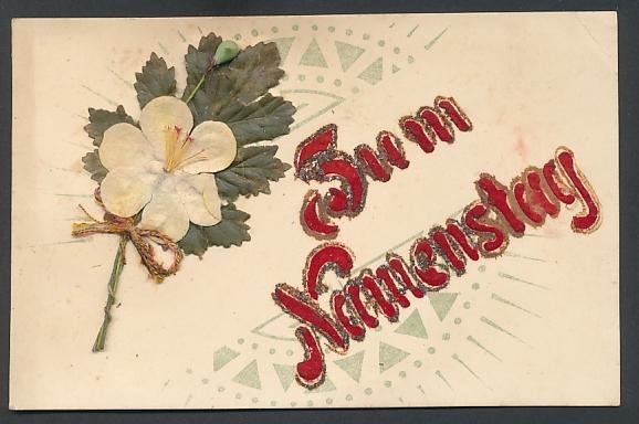 Oblaten-AK Zum Namenstag, aufgeklebte weisse Blume