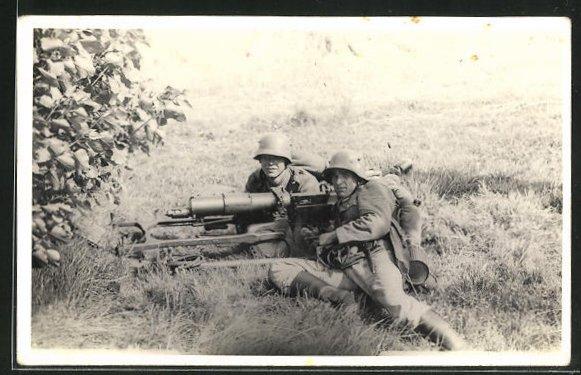 Foto-AK Soldaten in Uniform mit Artilleriegeschütz