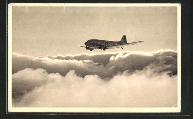 AK Verkehrs-Flugzeug der American Airlines über den Wolken