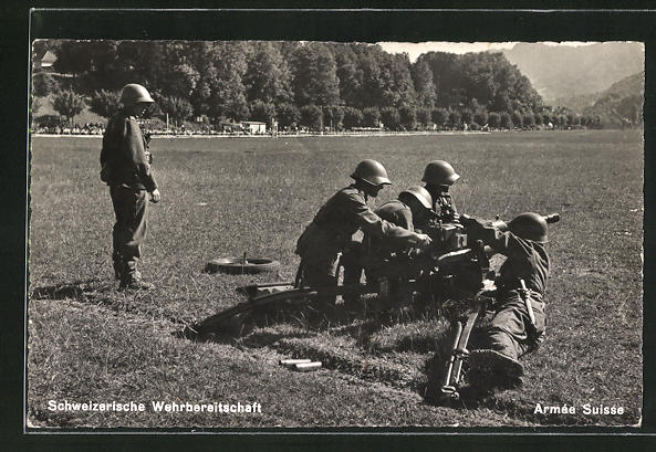 AK Schweizerische Wehrbereitschaft, Soldaten mit Infanterie-Kanone in Feuerstellung