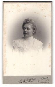 Fotografie Adolf Koestler, München, Portrait junge Dame mit zeitgenöss. Frisur