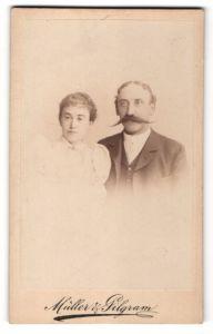 Fotografie Müller & Pilgram, Halle / Saale, Portrait schönes junges Paar in hübscher Kleidung