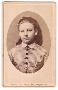 Fotografie Ludwig Holl, Mergentheim, Portrait junges Mädchen mit Haarschleife
