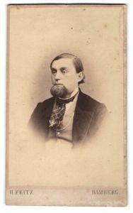 Fotografie H. Fritz, Bamberg, Herr mit ausgefallener Barttracht