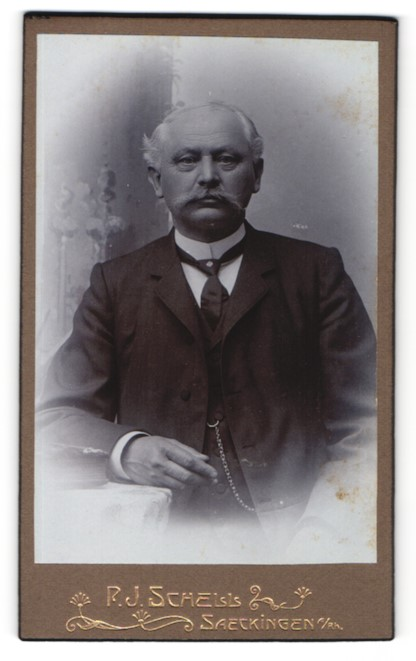 Fotografie R. J. Schell, Säckingen, Portrait gutbürgerlicher älterer Herr