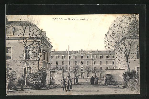 AK Bourg, Caserne Aubry, Soldats devant le Caserne