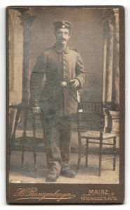 Fotografie H. Ranzenberger, Mainz, Portrait Soldat in Feldgrau